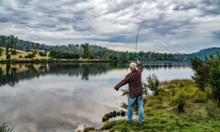 Gør dine fisketure en smule sjovere ved at ryge fangsten